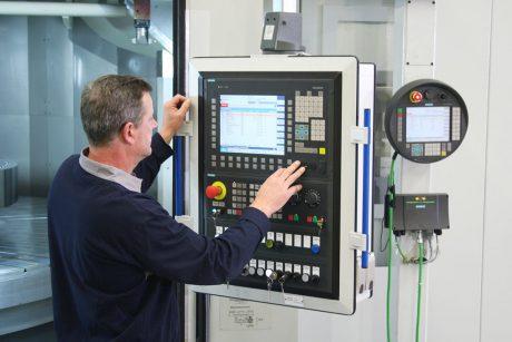 Vorschaubild - Produktionsbegleitung: Produktionshalle mit ELHA Maschine